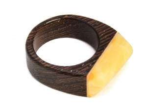 "Amber and wood ring ""Modern III"""