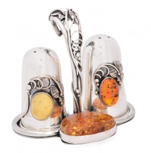 Salt cellar and pepper box with cognac and yellow amber